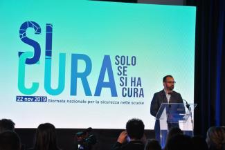 """""""SICURA SOLO SE SI HA CURA"""""""